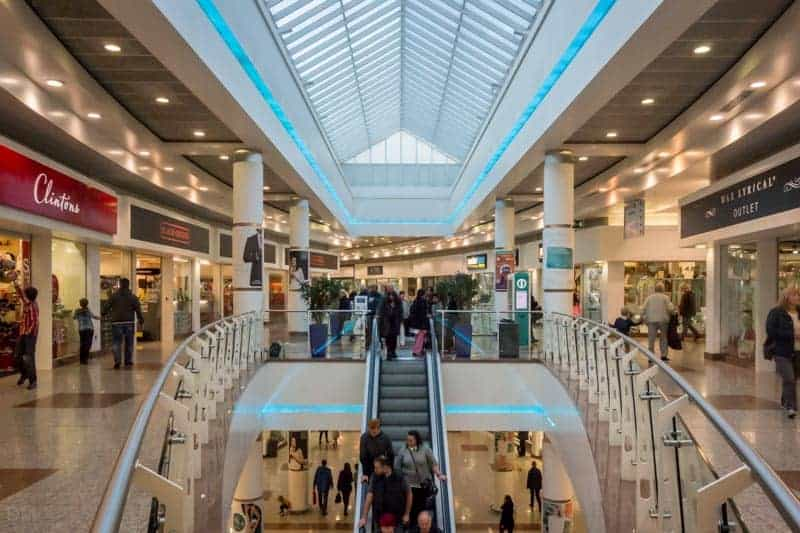 Lowry outlet shopping centre shops opening times parking for Terraces opening times
