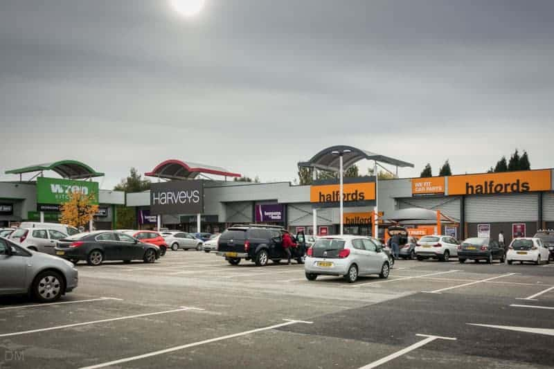 Wren Kitchens, Harveys, and Halfords stores at Snipe Retail Park.