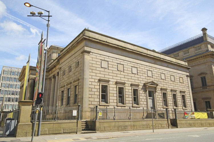 Exterior view of Manchester Art Gallery, a public gallery in Manchester city centre